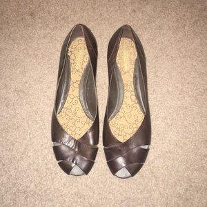 Brown open toed woven, kitten heeled slip on.